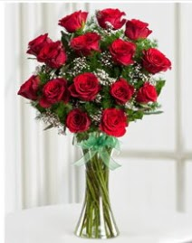 Cam vazo içerisinde 11 kırmızı gül vazosu  Şanlıurfa çiçek siparişi sitesi