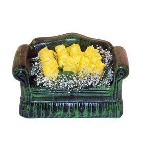 Seramik koltuk 12 sari gül   Şanlıurfa yurtiçi ve yurtdışı çiçek siparişi