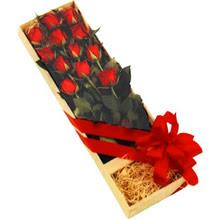 kutuda 12 adet kirmizi gül   Şanlıurfa çiçek online çiçek siparişi