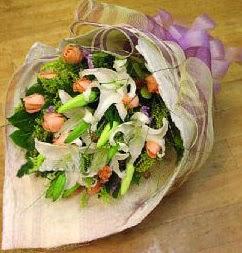 Şanlıurfa çiçek gönderme sitemiz güvenlidir  11 ADET GÜL VE 1 ADET KAZABLANKA