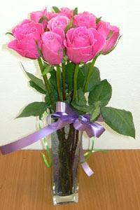cam vazo içerisinde 11 adet gül  Şanlıurfa çiçek gönderme sitemiz güvenlidir