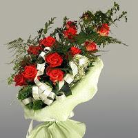 Şanlıurfa yurtiçi ve yurtdışı çiçek siparişi  11 adet kirmizi gül buketi sade haldedir