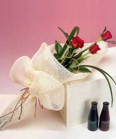 3 adet kalite gül sade ve sik halde bir tanzim  Şanlıurfa çiçek gönderme