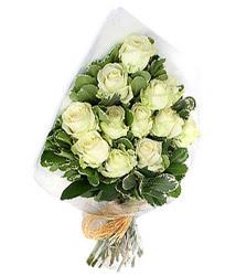 Şanlıurfa uluslararası çiçek gönderme  12 li beyaz gül buketi.
