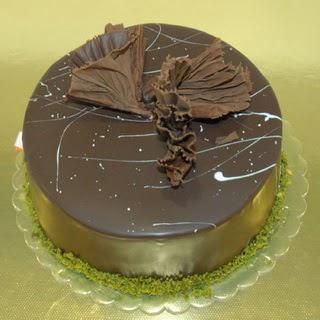 pastaci ustamizdan 4 ile 6 kisilik fistikli çikolatali yaspasta  Şanlıurfa internetten çiçek siparişi