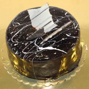 pasta gönder 4 ile 6 kisilik parça çikolatali yaspasta  Şanlıurfa çiçek gönderme