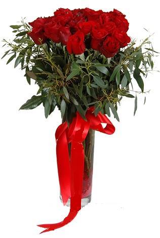 15 adet kirmizi gül cam vazo içerisinde  Şanlıurfa çiçek gönderme sitemiz güvenlidir
