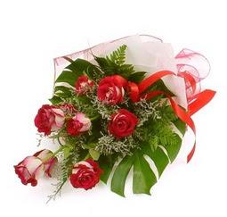 Çiçek gönder 9 adet kirmizi gül buketi  Şanlıurfa çiçekçi telefonları