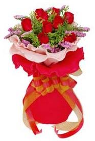 Şanlıurfa ucuz çiçek gönder  8 Adet kirmizi güllerden buket tanzimi