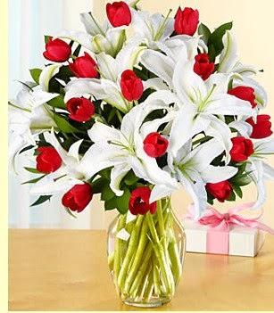 Şanlıurfa İnternetten çiçek siparişi  3 kazablanka 10 kırmızı gül vazosu