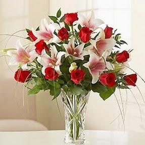 Şanlıurfa çiçek siparişi vermek  12 adet kırmızı gül 1 dal kazablanka çiçeği
