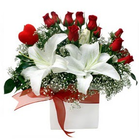 Şanlıurfa çiçek yolla , çiçek gönder , çiçekçi   1 dal kazablanka 11 adet kırmızı gül vazosu