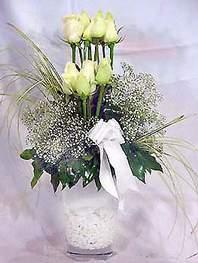 Şanlıurfa çiçek satışı  9 adet vazoda beyaz gül - sevdiklerinize çiçek seçimi