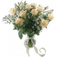 Vazoda 8 adet beyaz gül  Şanlıurfa çiçekçi mağazası