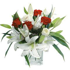 vazo içerisinde 4 gül 1 adet kazablanka  Şanlıurfa çiçek satışı