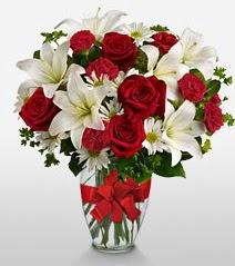 Eşsiz vazo tanzimi güller kazablankalar  Şanlıurfa çiçek satışı