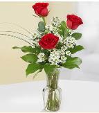 Vazo içerisinde 3 adet kırmızı gül  Şanlıurfa kaliteli taze ve ucuz çiçekler
