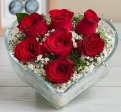 Kalp içerisinde 7 adet kırmızı gül  Şanlıurfa hediye sevgilime hediye çiçek