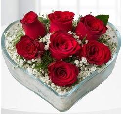 Kalp içerisinde 7 adet kırmızı gül  Şanlıurfa internetten çiçek siparişi