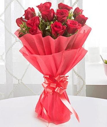 12 adet kırmızı gülden modern buket  Şanlıurfa çiçek online çiçek siparişi
