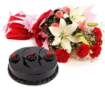 Karışık mevsim çiçeği 4 kişilik leziz yaş pasta