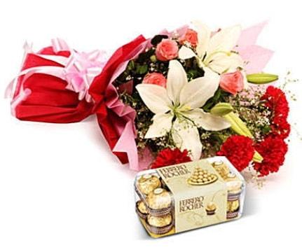 Karışık buket ve kutu çikolata  Şanlıurfa güvenli kaliteli hızlı çiçek