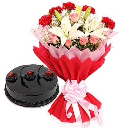 Karışık mevsim buketi ve 4 kişilik yaş pasta  Şanlıurfa çiçek yolla , çiçek gönder , çiçekçi